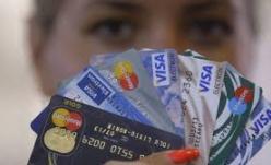 Cardul de credit te poate duce la sapă de lemn!