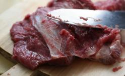 Produse din carne falsificate, fabricate în Belgia, în farfuria românilor?!?